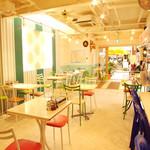 ディーディー - タイの雰囲気タップリ!な店内1Fは明るく女性に大人気♪