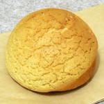 カネルブレッド - ...一般的なメロンパンとは明らかに異なる、歯ごたえと味わい!