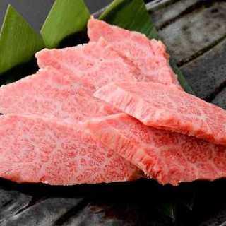 牛肉はさばきたてのA4ランク国産黒毛和牛のみを使用!