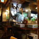魚寅食堂 - 店内の様子