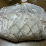 23266571 - ミックスフルーツくるみ入り全粒粉パン(400円)