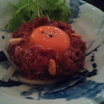 23269207 - 【タンユッケ】 990円 薄味で、肉の美味さを主体にした自然体な構成