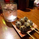 23269553 - 殻ごと食すうずら(1本¥150)。これは驚きの食べ方だ