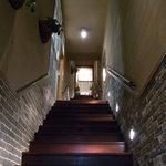 J.S. BURGERS CAFE - 店外から3階に続く階段