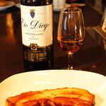 フランクストン - 人気の厚切りベーコン。お料理とご一緒に種類豊富なワインもお楽しみください。