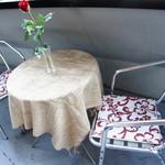 フランクストン - 2名様でご利用いただけるテラス席です。天気のいい日は人気のお席となります。