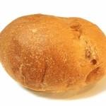 ベーカリー柳月堂 - くるみパン