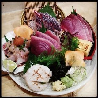 天然鮮魚にこだわった刺盛り@1280円