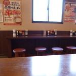 23277189 - 2014.01 カウンターもありましたが空いていたのでテーブル席に座りました。