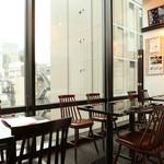 日本酒バル 方舟プラチナ  - ゆったりと開放感溢れる席です。半個室も対応可能‼