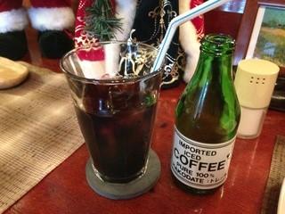 コーヒーショップ・トレール - 自分でグラスに注ぎます