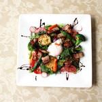 IBIZARTE - 季節の野菜と自家製ベーコンのサラダ