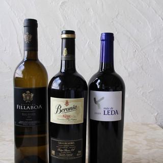 各種スペイン産ワインを取り揃えております。