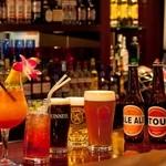 スポーツバー ナンバー10 - 世界のビール、オリジナルカクテル「ナンバー10」を始め、アルコールメニューを約120種ご用意。