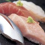 鮨竜 - 毎日市場から直送する新鮮なネタを握ります!