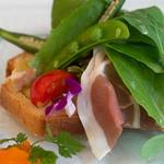 ル・レストラン・ドゥ・ヨシモト - 2)自家製ベーコンと銀杏のケーク・サレ、イベリコ豚の生ハム添え(選択)