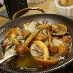 ダイニング アッシュ - なめこと牡蠣のアヒージョ