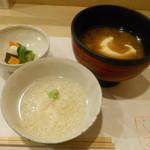 川島豆腐店 - 麦粥、ざる豆腐の味噌汁、漬物