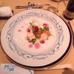 23289737 - ロブスターとアーティチョークのロザス、マンゴーとヴァニラの風味のソース