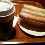 23290736 - サンドイッチとコーヒー