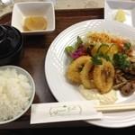 グリーンベル - 料理写真:日替わりランチ840円。イカリングフライ、長州鳥とキノコのグリル。絶品!