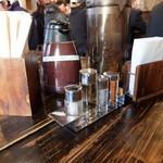 赤羽京介 - テーブルの調味料