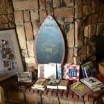 オレンジ カウンティ Cafe - オーナーの拘りの食に関する書籍がたくさんあります♪