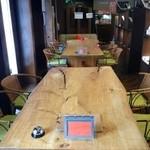 オレンジ カウンティ Cafe - 子連れのママ会や女子会、ご宴会や各種パーティーにぴったりのテーブル席です。
