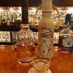 23301933 - ラム「ron Millonario」、テキーラ「milagro」を1杯ずつ。ともに初めて見る銘柄だ