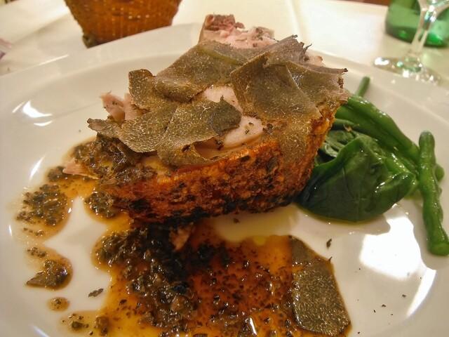 ラ・テンダ・ロッサ - スペイン産乳飲み仔豚の窯焼き   かぼちゃのスパッツェリと黒トリュフのソース