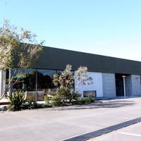 ブラックボード - 100坪の倉庫型店舗を改装したショップ。緑豊かなのんびりとしたロケーションが心地よいです。