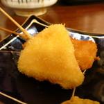 徳永肉酒場 - 串揚げ(三角チーズ)