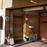 23319187 - 隠れ家的な、こじんまりしたレストラン入口なので見落として通り過ぎないようご注意アレ!