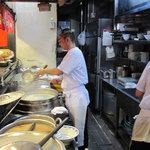 博多麺房 赤のれん - 厨房