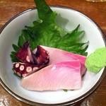 弁慶 - ブリとタコの御通し300円