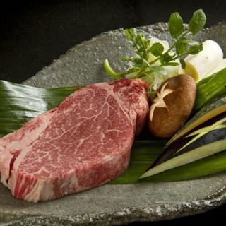 こだわりのお肉をご堪能下さい。