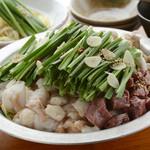 もつ焼き いしん - 豆乳味噌味と醤油味の2種類から選べる特製『牛もつ鍋』