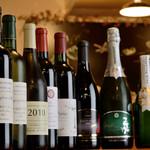 もつ焼き いしん - 国産の選び抜かれたワインと、イタリアから樽ごと直輸入する『樽生ワイン』がお店イチオシ