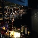 ケムリ カフェ - 1階カウンターです。
