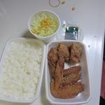 黄金彩 - 注文したダブル唐揚げ弁当は唐揚げとご飯とサラダのお弁当で600円です。