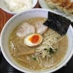 横浜とんとん - ヘタなラーメン専門店より確実に美味い。餃子屋さんの味噌ラーメン