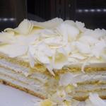 HARBS - 「ホワイトチョコレートケーキ」 1カット 630円。
