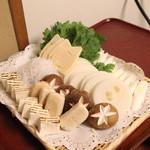 岡半 - 玉葱、筍、白滝、椎茸、お麩、豆腐、春菊、葱 (2013/12)
