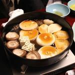 岡半 - 筍、玉葱、豆腐、椎茸を入れ、少し待ちましょう (2013/12)