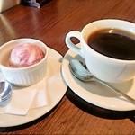 ラ ノッテビアンカ - 食後のコーヒーとブルーベリーのアイス