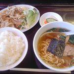 23337731 - 1000円のセット 生姜焼と醤油ラーメン