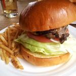 23341198 - グリルドチキンバーガー(シューストリングポテトは、バーガーに必ず付いてきます)