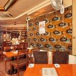 エコ ロロニョン - 【'13/12/24撮影】店内のテーブル席の風景です