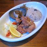 サイマーケット - 玄米プレートランチ:鶏もも肉正油麹漬けの唐揚げ、こんにゃくの味噌のせ、きんぴらごぼう、かぶの漬物、雑穀玄米ご飯、味噌汁1