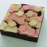 佐藤屋 - お正月の限定品「冨久梅」今年は金粉も入り少し豪華に模様替えです。